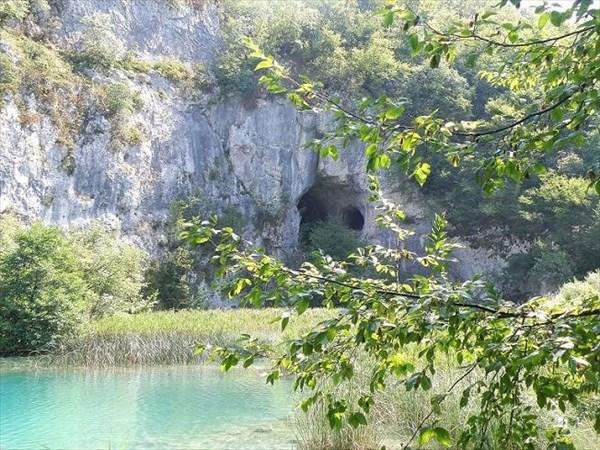 028-Озера-пещеры