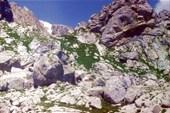 лагерь под камнем на нижнем плато