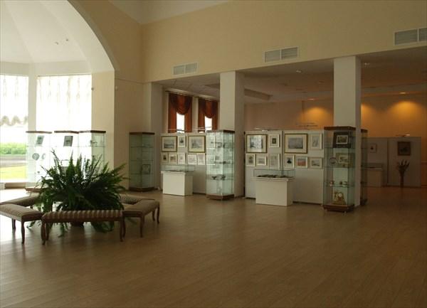 Здесь находится небольшая музейная экспозиция
