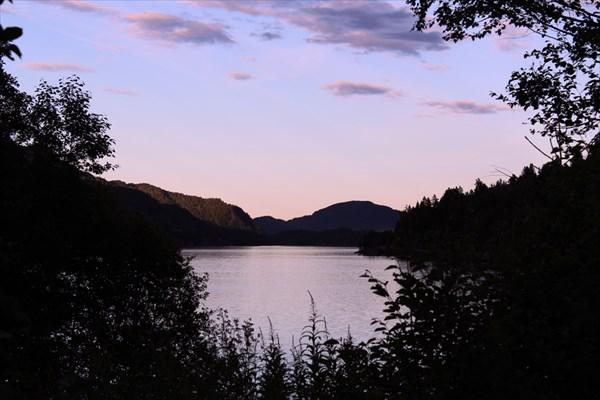 Стоянка у озера
