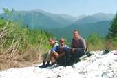 Снежник  Агульских белков. Вид на долину р. Орзагай.