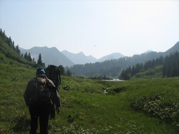 Впереди Саянское озеро 1430 м. над уров. моря