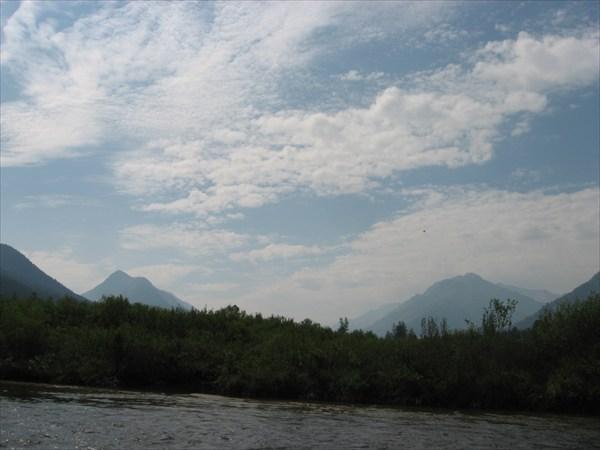 Долина р. Орзагай. Справа хребет Агульские белки.