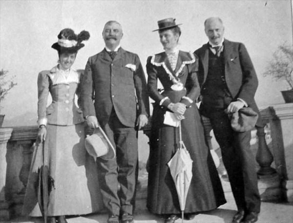 1898- На прогулке
