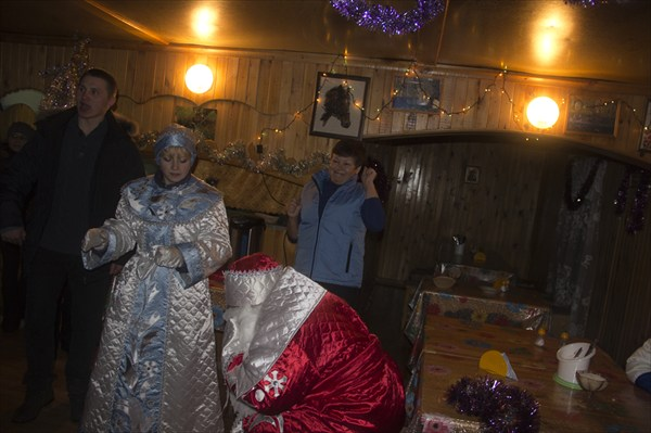 "Дед мороз и снегурочка на турбазе ""сухов Ключ"""