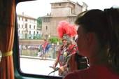 Рим. Колизей и современный `гладиатор`