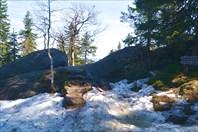 Многие тропы еще в снегах