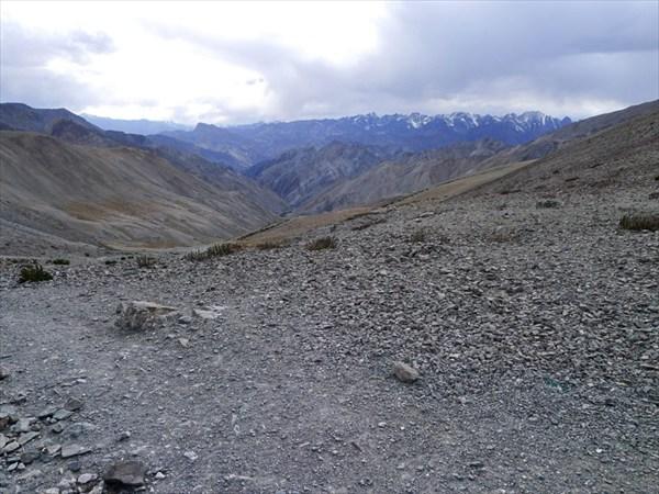 Вид на западную сторону и хребет Занскар