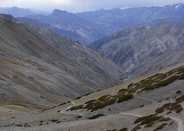 Видна деревня Шинго километром ниже