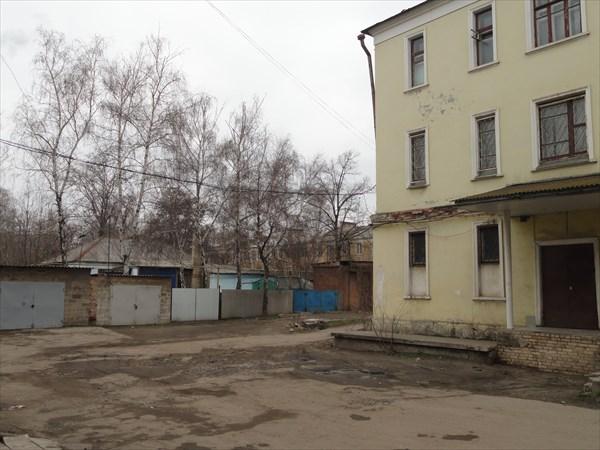 Рядом - жилые кварталы, выглядят они вот так