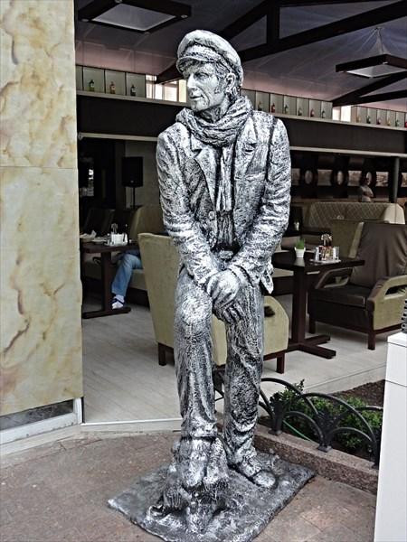 Памятник О.Бендеру