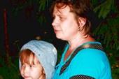 Маленькая Катя с мамой