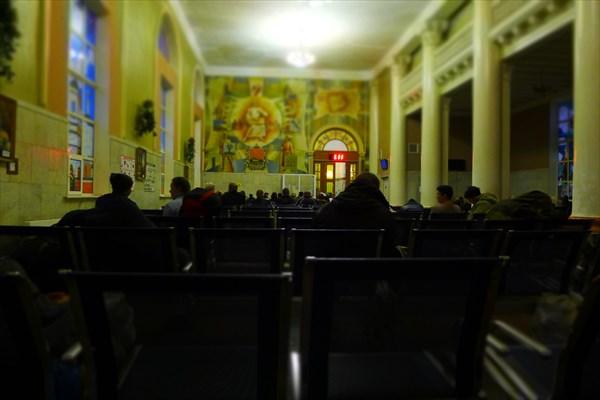 Зал ожидания на ж/д вокзале в Брянске