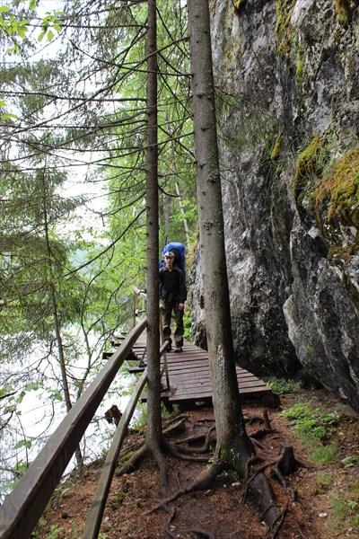 Мост у скалы