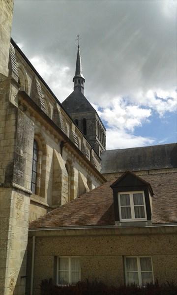 Аббатство Сен-Бенуа-сюр-Луар
