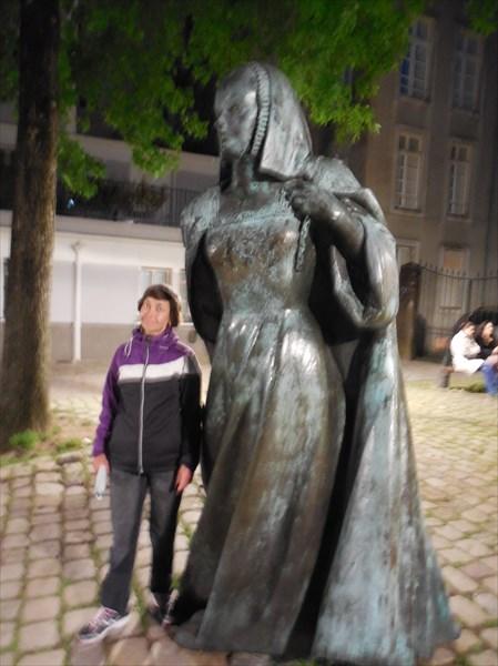 Нант. памятник Анне Бретонской