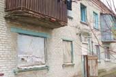 Часть квартир жилые, часть - заброшены