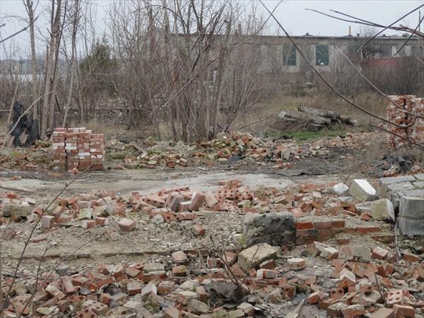 От некоторых домов остались только руины...