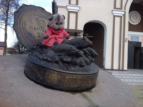 Памятник шпротам и кот Басик