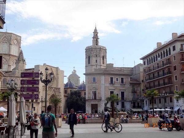 Площадь Святой Девы.