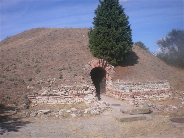 Франкийская гробница