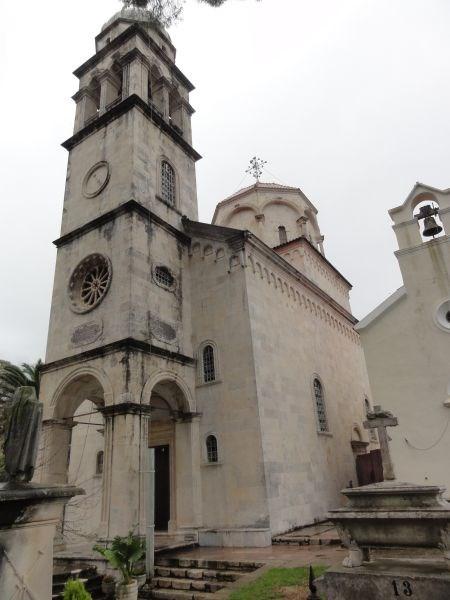 Большая и Малая церкви Успения Пресвятой Богородицы.