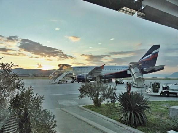 Тиват, аэропорт.