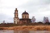 Разрушенная церковь у с. Бабье
