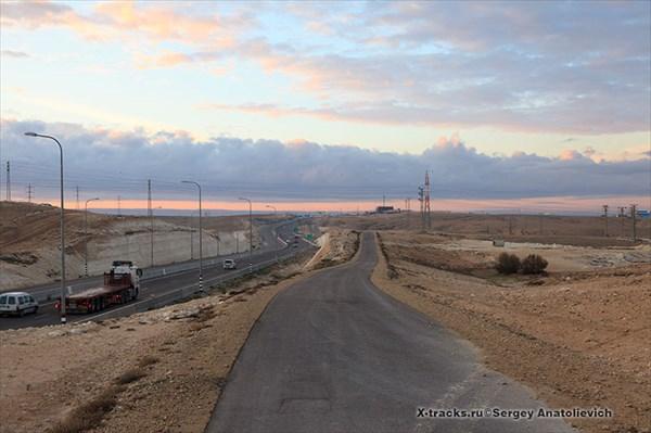 Велосипедная дорожка вдоль трассы 40.