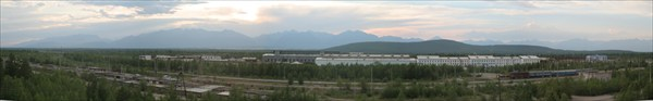 С крыши пятиэтажки видно город, горы и Пески...