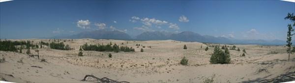 Небо и горы - голубые, песок - желтый, деревья - зеленые...