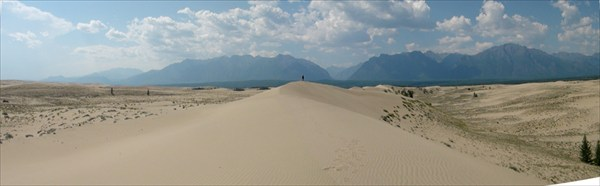 на фото: Дюна хочет в горы...