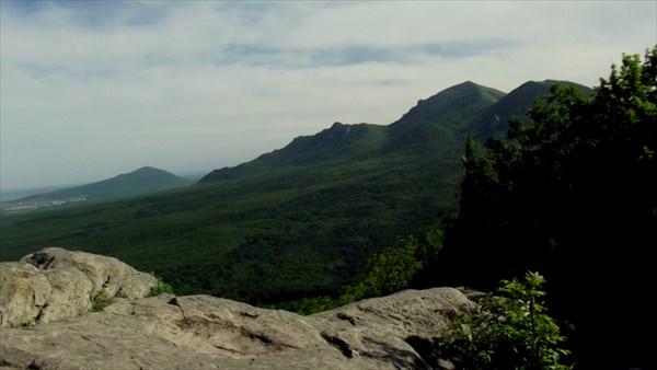 Вид на Бештау с горы Железной