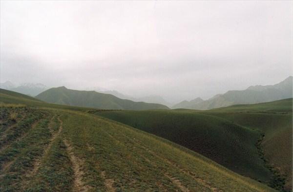Впереди виднеются горы [А.Чхетиани]