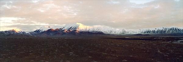 В левой части снимка перевал на север [А.Чхетиани]