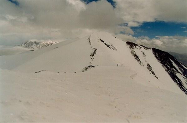 На перевале Зейлик-даван (5880 м) [А.Чхетиани]