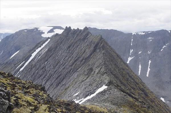 Гребень от пер. Неожиданный до горы 1343