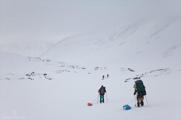Спуск с перевала Зиг-заг. Фото Андрея Подкорытова.