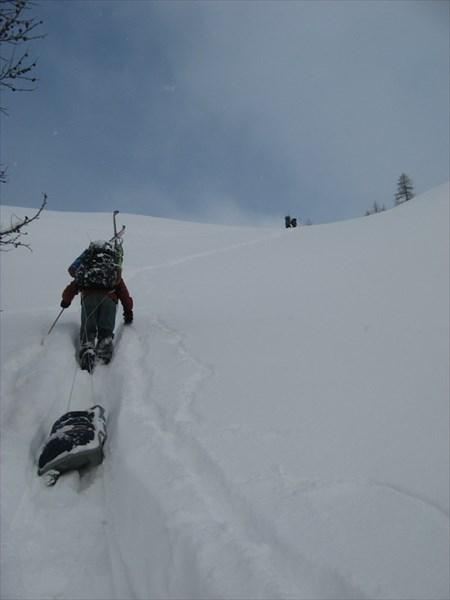 Подъём на перевал Ревда. Фото Никиты Насыпайко.
