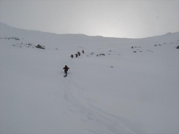 Спуск с перевала Ревда. Фото Никиты Насыпайко.