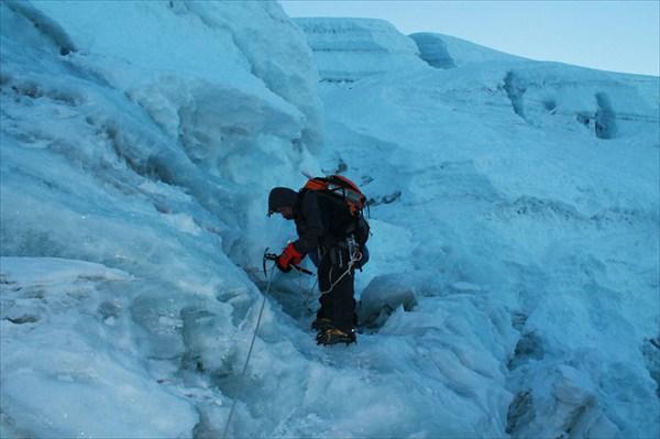 Игорь на леднике перед вершиной