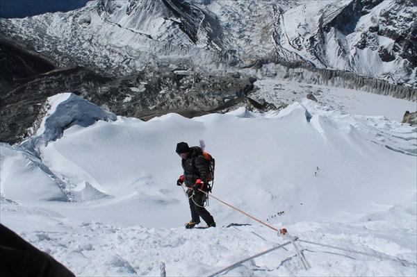 Игорь в начале спуска дюльфером с 200-метровой стенки