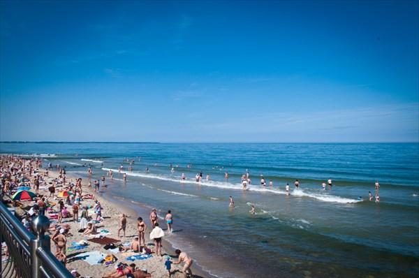 Пляж на набережной Зеленоградска.