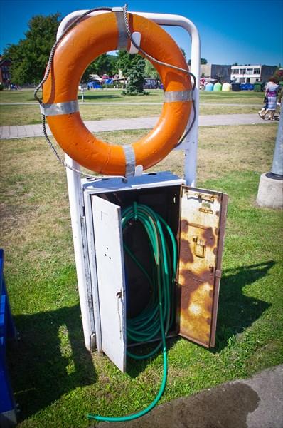 Бесплатная вода, которой моют и заправляют яхты.