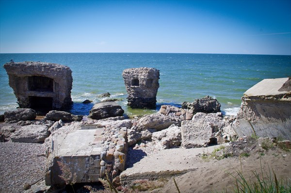 Здесь находятся остатки 3 батареи Либавской крепости
