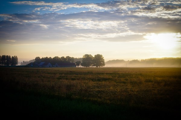 Рассвет и туман где-то под Яунпилсом