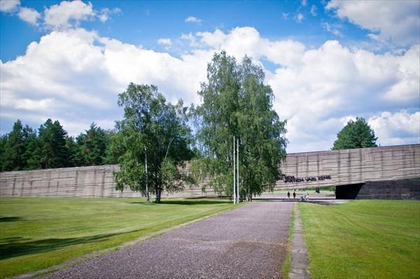 Вход в мемориальный комплекс на месте концлагеря Саласпилс.