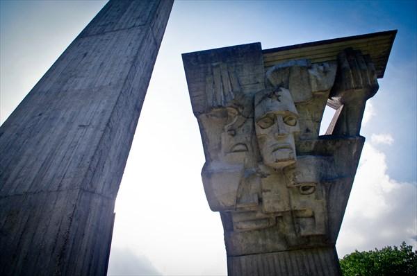 Поселок Доле. Монумен памяти погибших в Саласпилсе