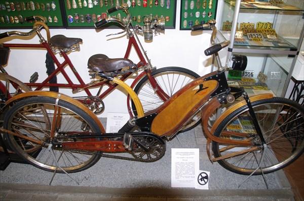 Первый двухподвесный деревянный велосипед, изготовленный в 1940