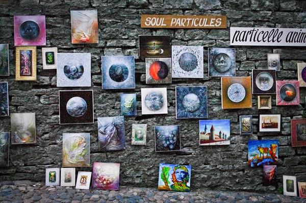 Таллин. Выставка-продажа космических рисунков на улице Пикк Ялг